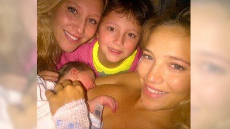 Luisana Lopilato, su bebé Noah, su hermana Daniela y su sobrina Daira