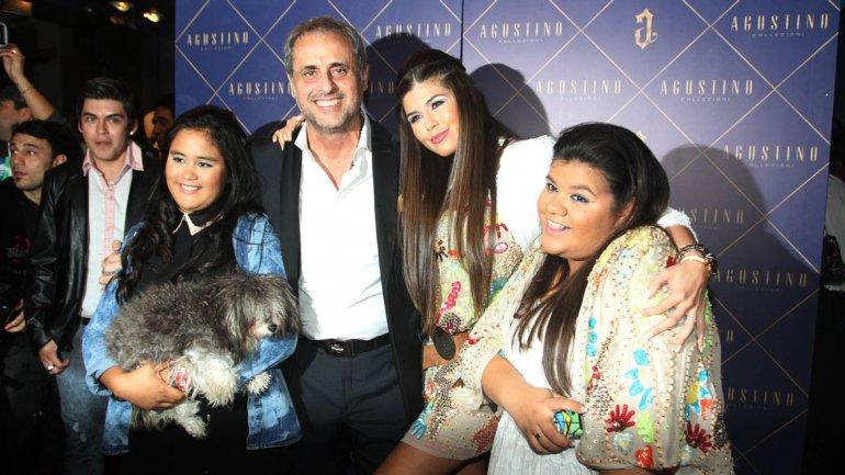 Jorge Rial con sus hijas y Mariana Antoniale