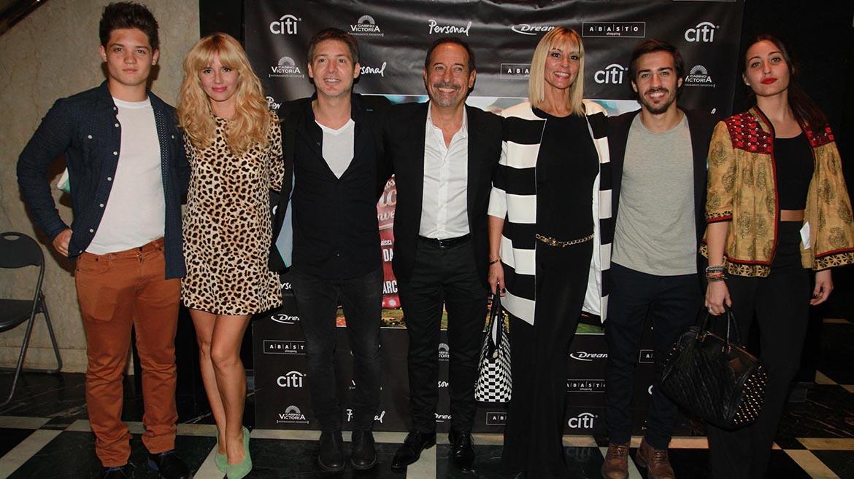 Suar y Francella con sus familias en el estreno