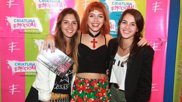 Candela Vetrano con sus hermanas