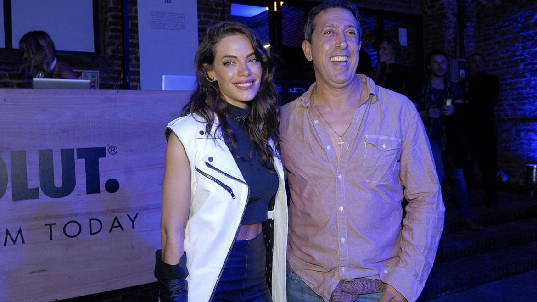 Emilia Attias pasó música en la fiesta de Absolut con la compañia de su pareja, el turco Naim