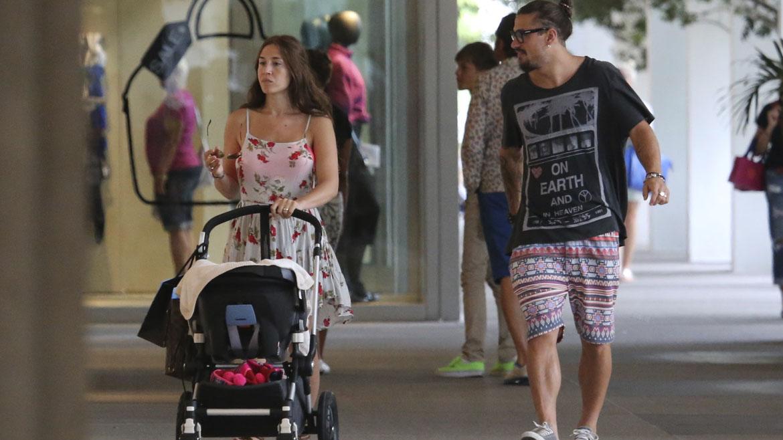 Jimena Barón con Daniel Osvaldo y su pequeño hijo