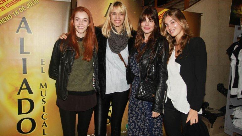 Lorena Ceriscioli y Lucila Polak con dos modelos