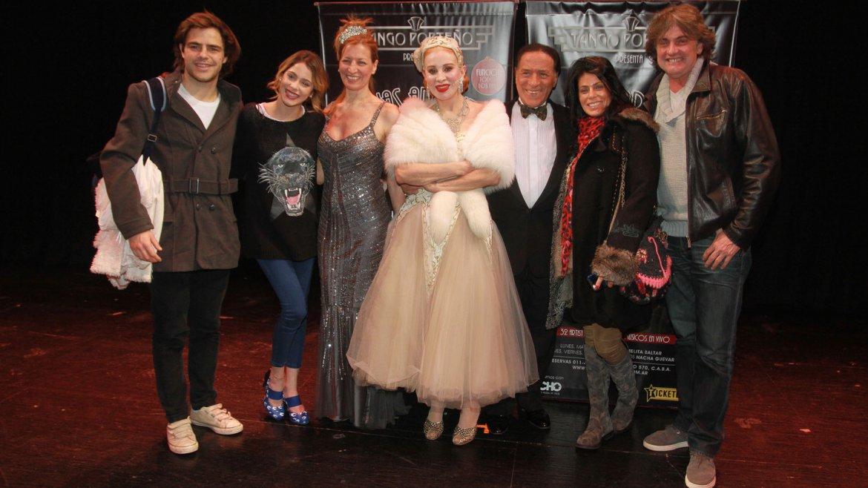 Los padres de Martina, Alejandro Stoessel y su mujer Mariana, cenaron y disfrutaron del show, junto a Tini y Peter