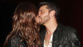 El beso de Araceli González y Fabian Mazzei