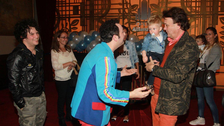Topa junto a Noah, el hijo de Luisana Lopilato y Michael Bublé