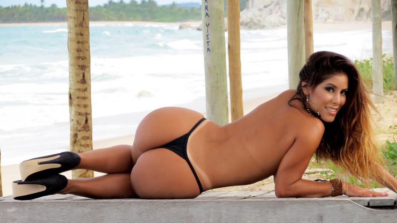 Caliente latina en la playa - Sexo Gratis en