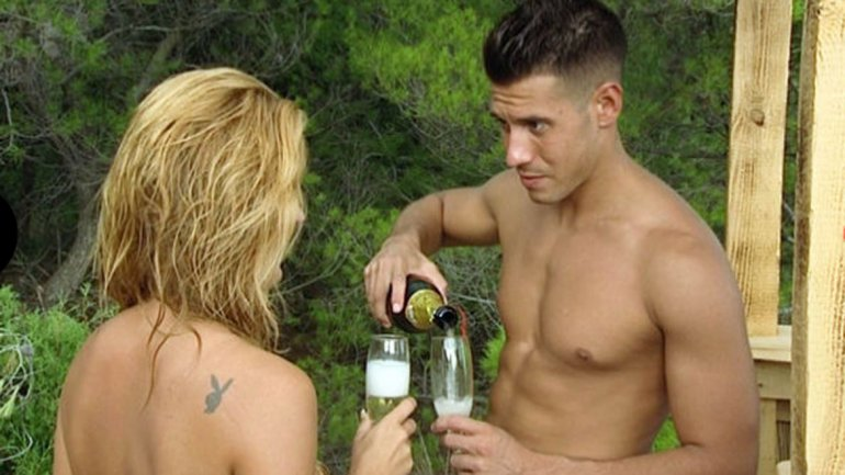 Gente Desnuda Paseando Por La Playa - Porno -