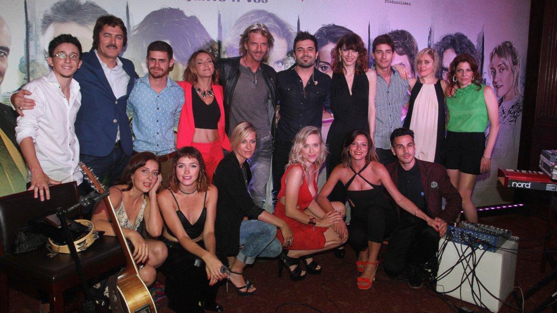 Los integrantes del elenco de la ficción con David Bolzoni
