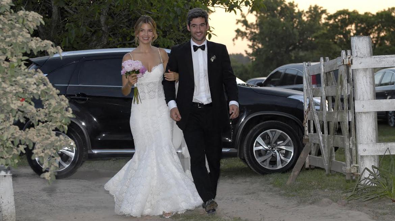 Marcela Kloosterboer yFernando Sieling, ingresando a la quinta para la fiesta