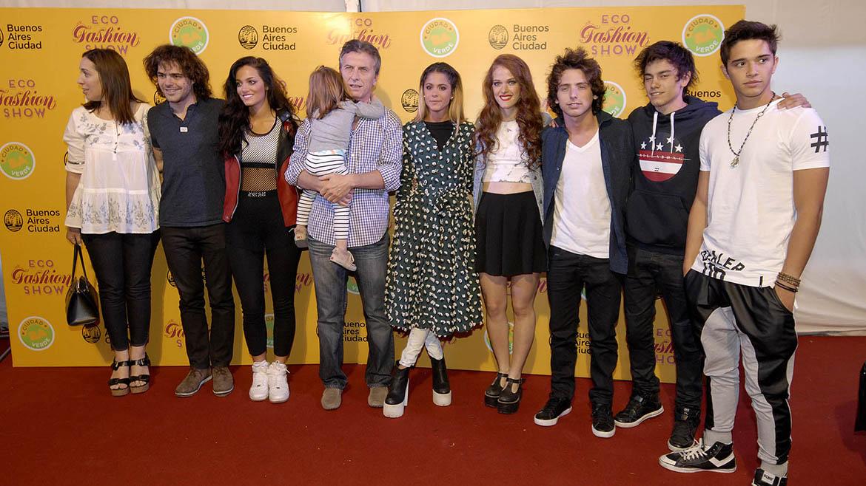 María Eugenia Vidal, Peter Lanzani, Oriana Sabatini, Mauricio Macri junto a su hija, Martina Stoessel y algunos de los integrantes de Aliados