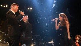 Ricky Martin junto a Lali Espósito interpretando Fuego de noche, nieve de día