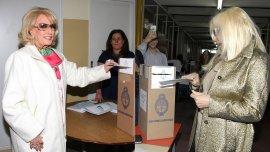 Elecciones 2015: Mirtha y Susana votaron