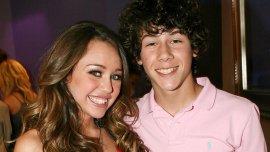 Miley Cyrus y Nick Jonas durante su romance juvenil