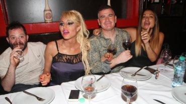 José Ottavis, Vicky Xipolitakis, Fernando Ramírez y su pareja en un restaurante luego de la función