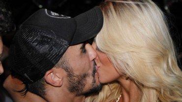 El beso de Fernando Bertona y Ailén Bechara