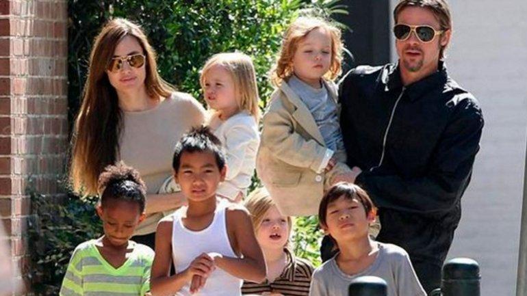 <b>Angelina</b> y<b> Brad</b> con sus hijos<b> Maddox</b>, <b>Pax</b>, <b>Zahara</b>,<b> Shiloh</b>, y los gemelos<b> Knox </b>y <b>Vivienne </b>