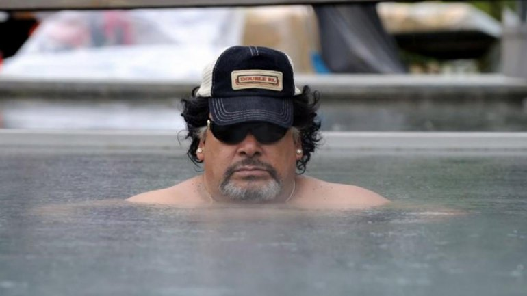 Roly Serrano interpretando a Diego Maradona