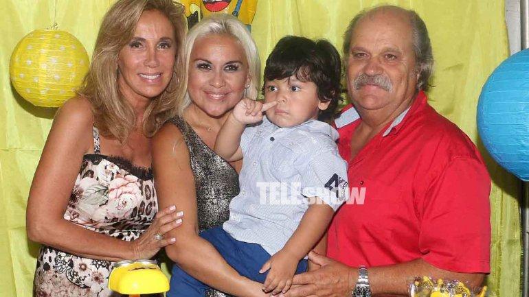 Dieguito junto a su madrina, Dulce Granados y su esposo Alejandro Granados