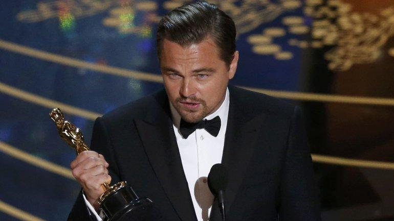 Leonardo DiCaprio con su Oscar