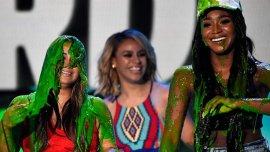 Fifth Harmony recibió el premio a mejor grupo y también un baño de slime