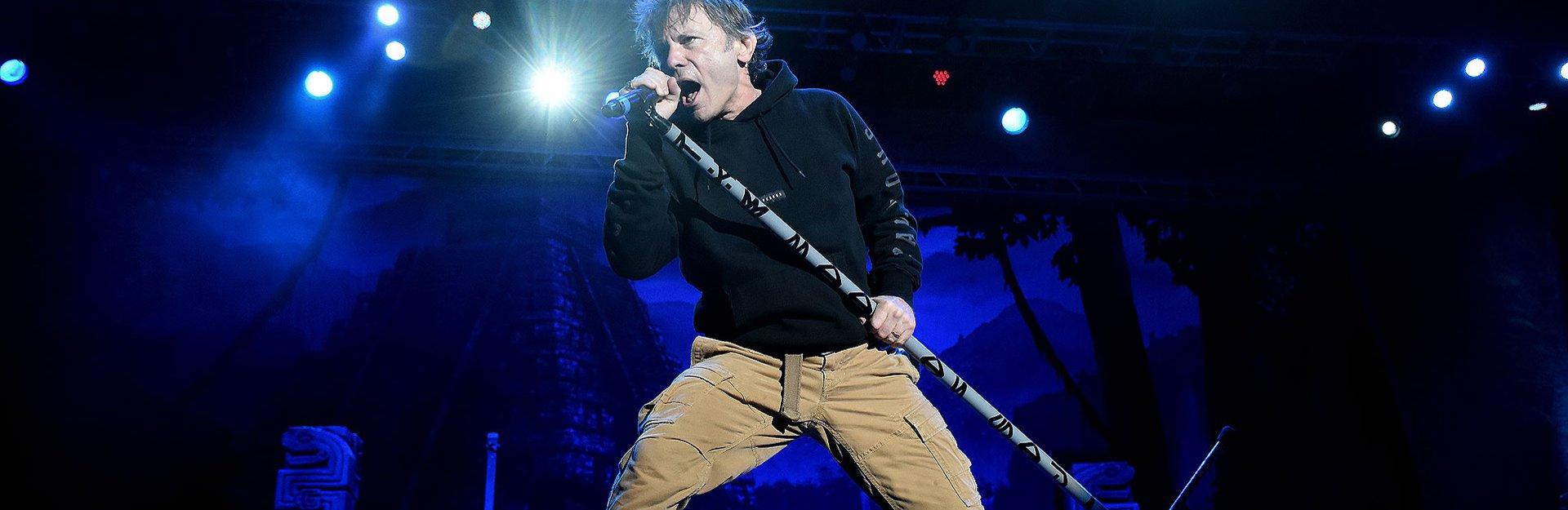 Tras un cáncer que lo mantuvo alejado de la música,Bruce Dickinson vuelve a brillar en el escenario.