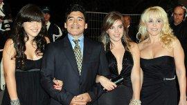 Gianinna, Diego Maradona, Dalma y Claudia Villafañe