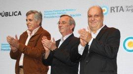 Miguel Pereira, presidente de RTA,el secretario de medios públicos, Jorge Sigal, y Hernán Lombardi, titular del Sistema Federal de Medios y Contenidos Públicos