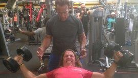 Arnold Schwarzenegger entrena con su hijo