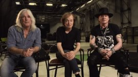 Cliff Williams, Angus Young y Axl Rose