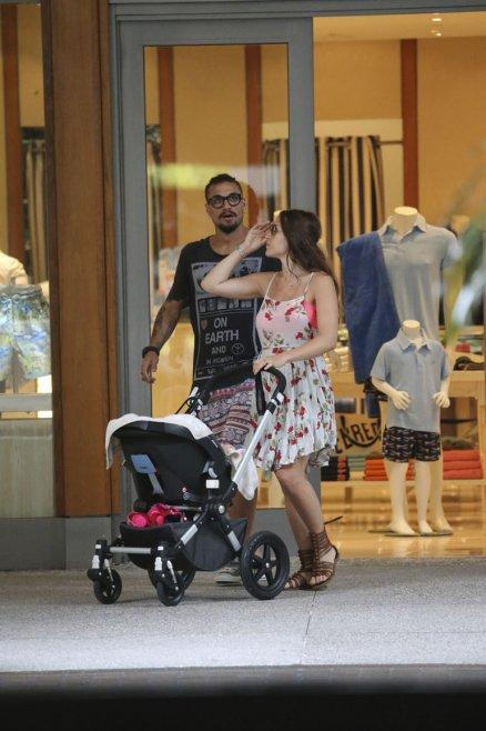 Jimena Barón con Daniel Osvaldo y su pequeño hijo en Miami