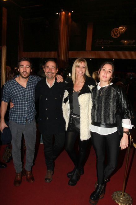 Guillermo Francella con su mujer y sus hijos