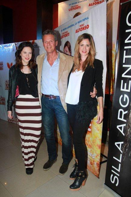 Delfina y Paula Chaves con su papá, Miguel