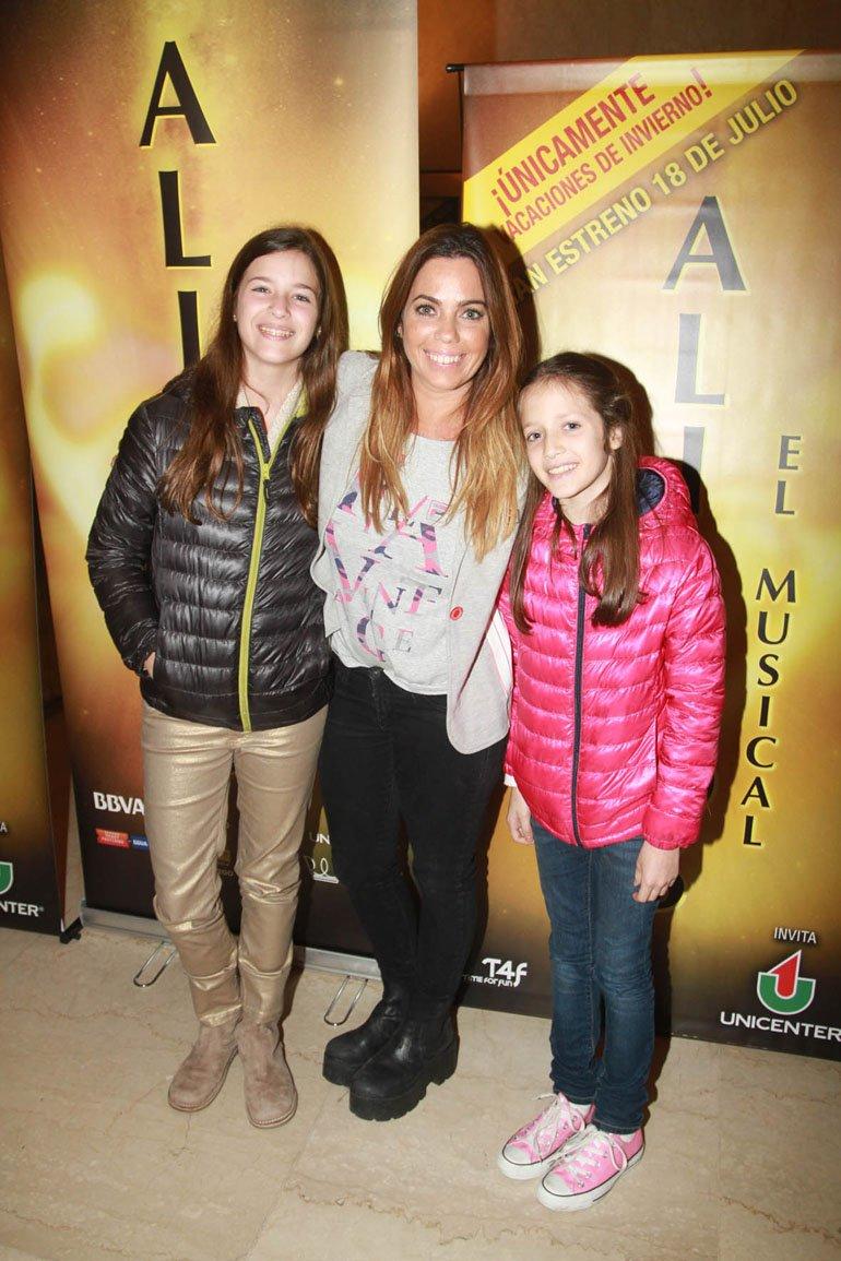 Pia Shaw con sus sobrinas