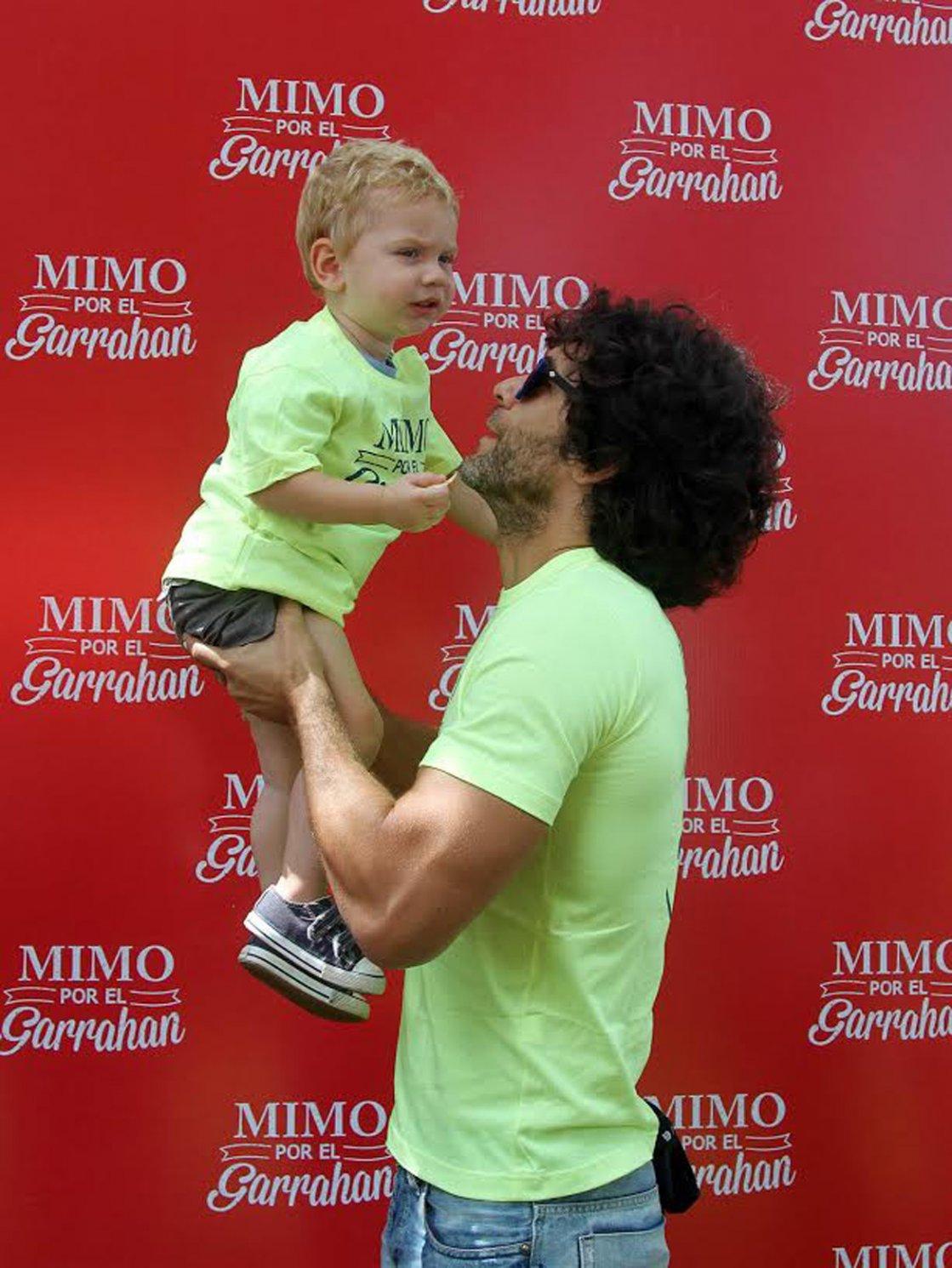 Mariano Martínez y su hijo Milo,en la caminata Mimmo por el Garrahan