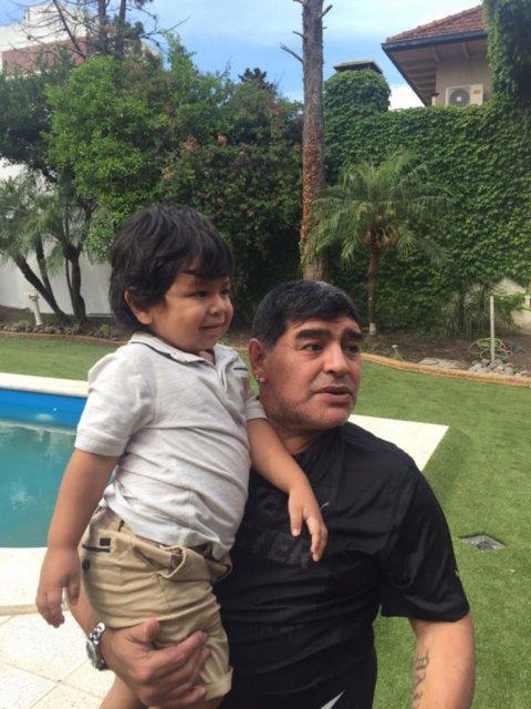 Maradona se reencontró con Diego Fernando<script type=