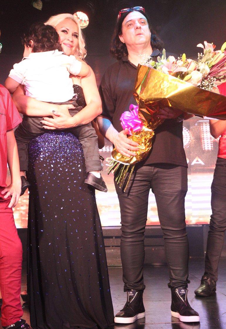 Verónica y Dieguito Fernando en el escenario