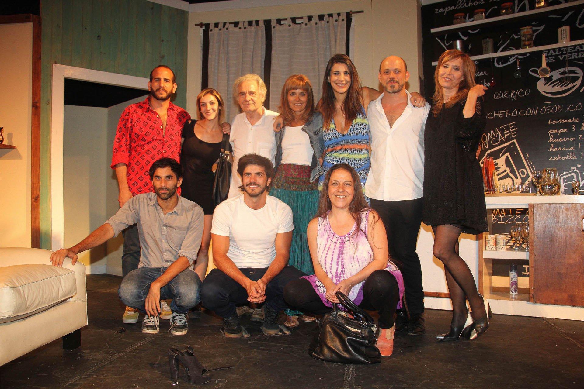 Parte del elenco de La Leona en la obra Mi vida con Lucía