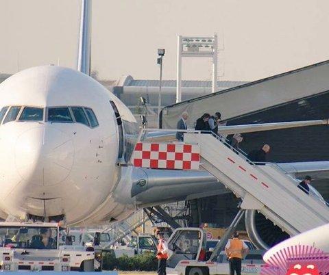 Los Rolling Stones bajando del avión en el aeropuerto de Santiago de Chile