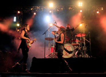 El Personal Fest Salta comenzó cuando se terminaba la tarde con la presentación de la banda local Tu Hermana