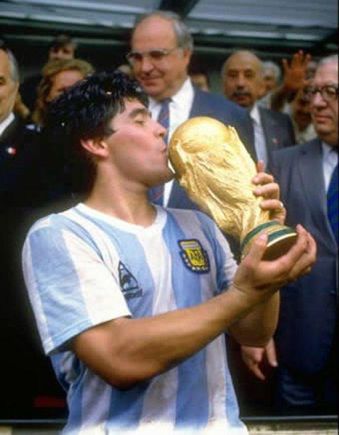 Camiseta Selección Argentina con el número 10, marca Le Coq Sportif