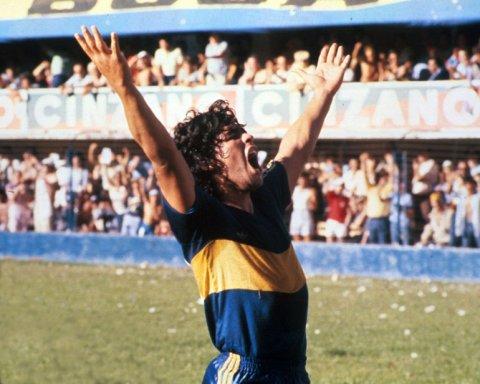 Camiseta y pantalón de Boca con el número 10 que Diego Maradona usó en Boca en el torneo de 1981