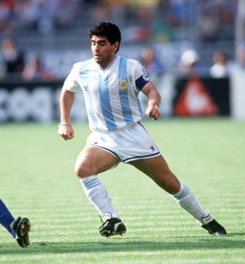 La camiseta de la Selección con el número 10 que Diego Maradona usó en el Mudial '90 frente a Brasil