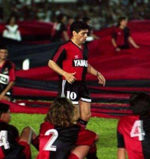 Camiseta Newell's Old Boys con la que Diego Maradona debutó en Ecuador frente al Emelec