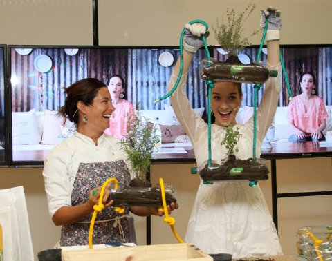 Natalia Oreiro realizó un taller sobre cómo armar una huerta vertical