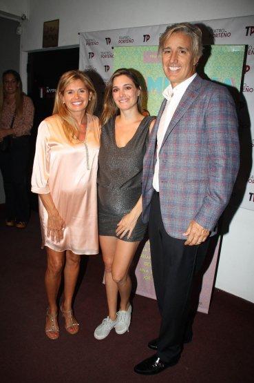 María Laura Leguizamón con Natalia y Marcelo Figueiras