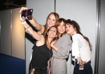 Las actrices y empresarias se sacan una selfie