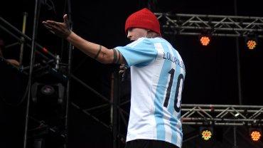Tyler Joseph, de Twenty One Pilots, lució la camiseta de la selcción Argentina