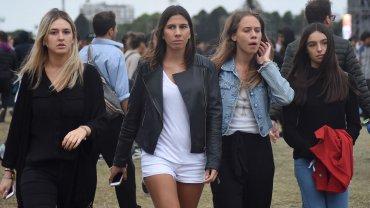 Iara, la hija de Alberto Nisman, con amigas en la segunda fecha de Lollapalooza Argentina 2016